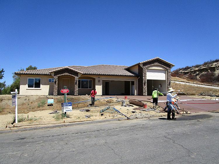 Concrete flatwork on new custom home driveway in Temecula